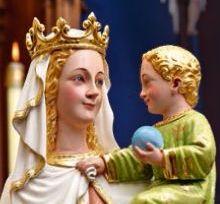 A la bondadosa y poderosa Virgen María